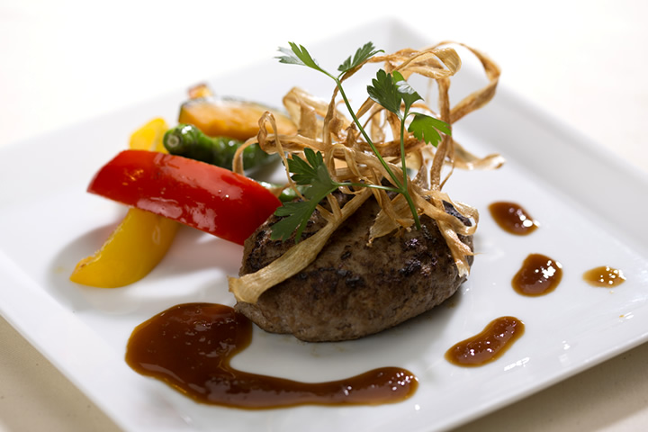 ディナー_アンガスビーフのハンバーグ グリルした京野菜を添えて
